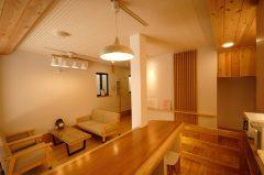 御屋 橘(桧・杉の無垢材を使った、和テイスト旅館)