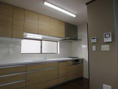 対面カウンターを無くし、すっきりとしたキッチン空間へ